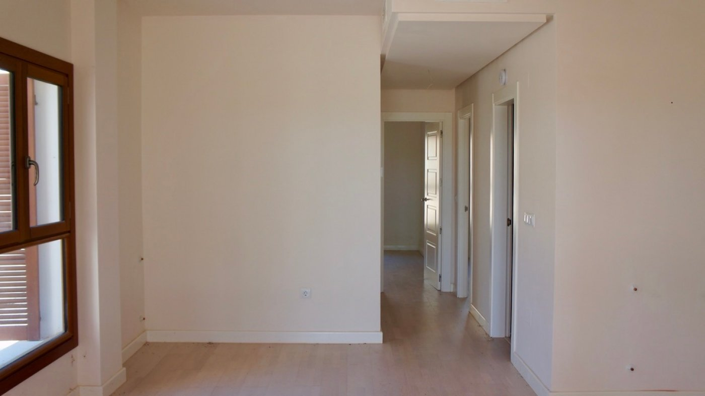 Gallery Image 8 of Large 2 bed, 2 bath ground floor apartment with big terrasse and good size garden.