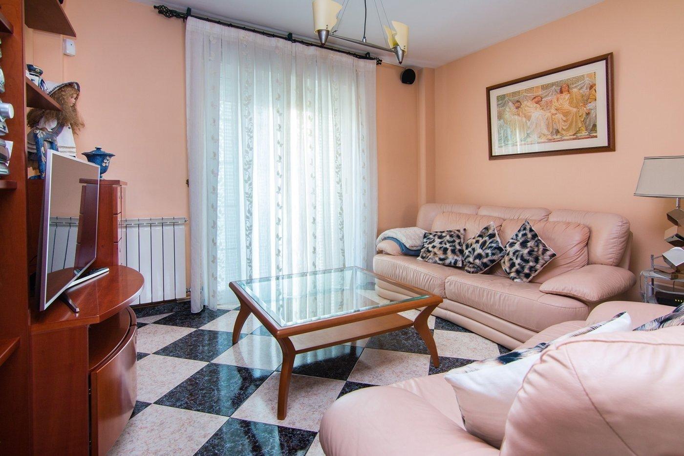 Preciosa casa para entrar a vivir en Cúllar Vega, Granada
