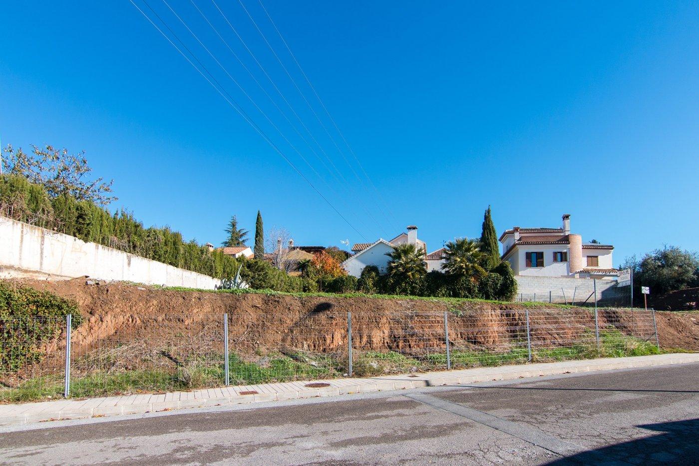 ESTUPENDA PARCELA EN EL CENTRO DE HUETOR VEGA, Granada