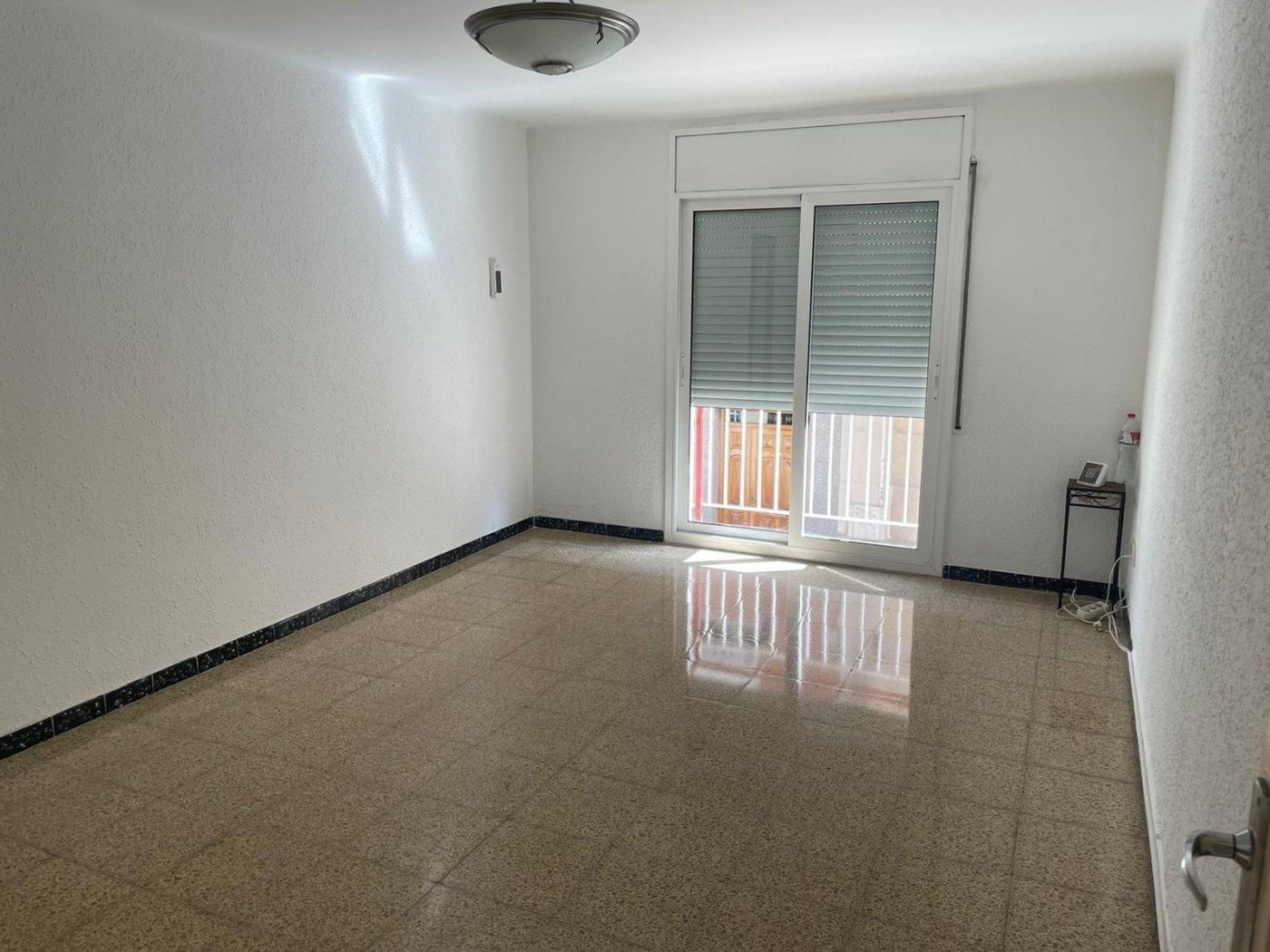 piso en cornella-de-llobregat · gavarra 216000€
