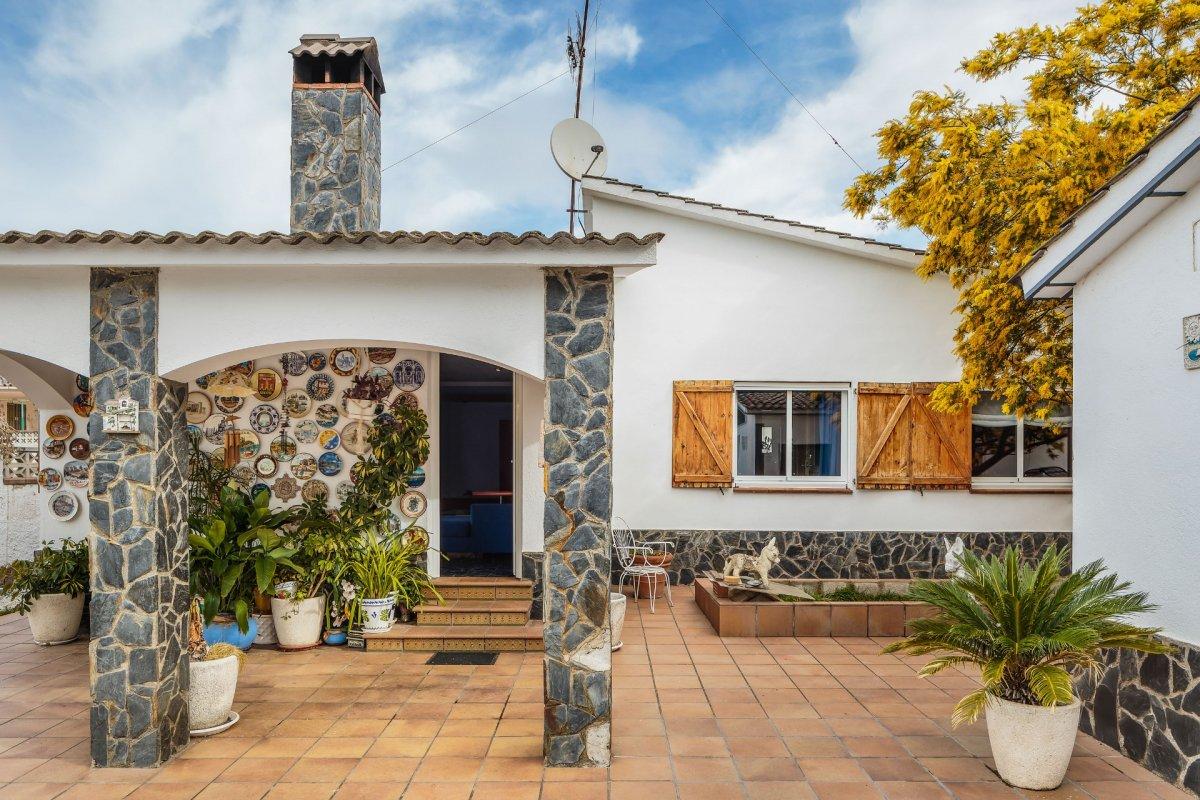 casa en sant-feliu-de-buixalleu · can-cadell 245000€
