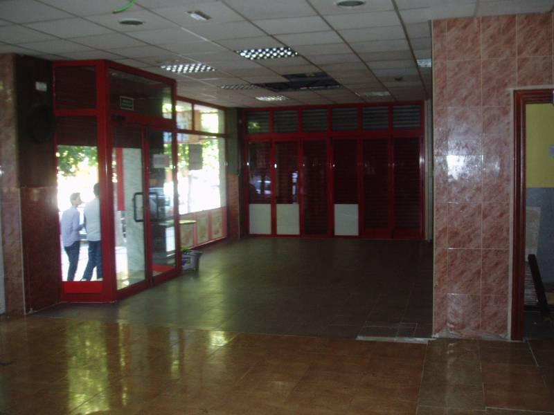 LOCAL COMERCIAL ALQUILER EN AVENIDA ANTONETE GALVEZ, 130 M2.