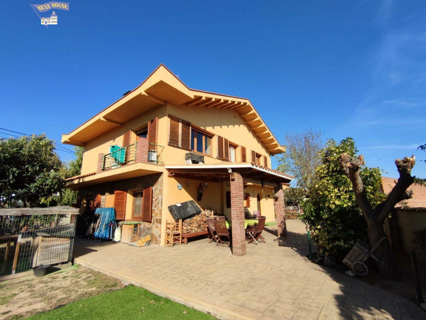 Casa con terreno en venta en Rubi