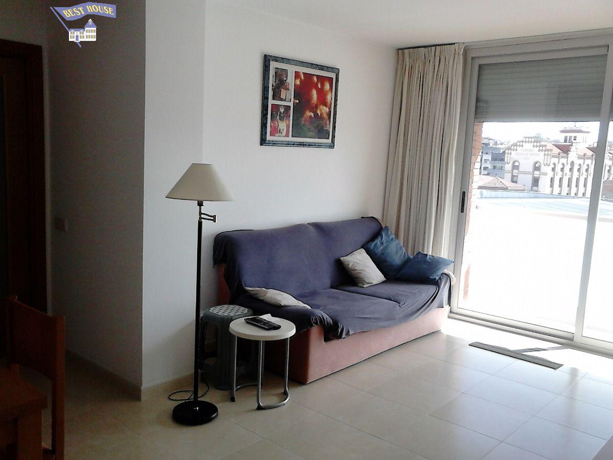 Luminoso piso en zona tranquila, con todos los servicios cerca