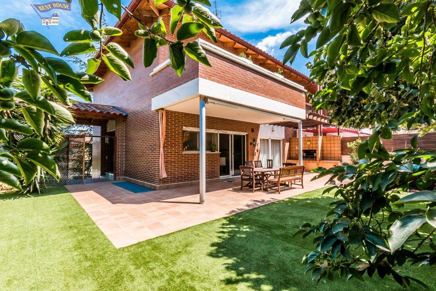 Casa en venta en Montcada i Reixac