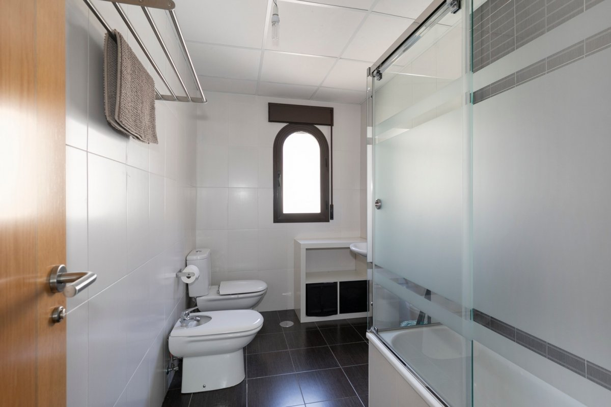 MagnÍfica casa en huÉtor vega con zonas comunes. ideal para familias - imagenInmueble12
