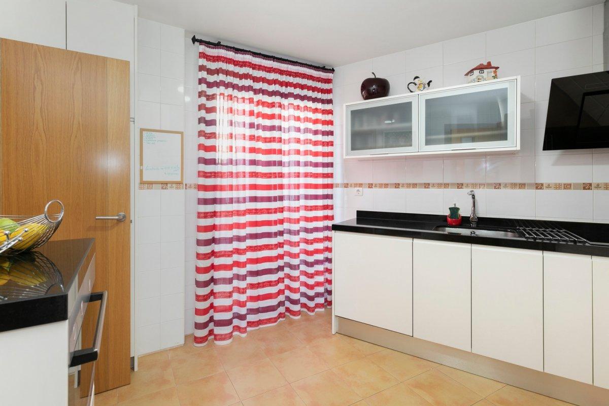 MagnÍfica casa en huÉtor vega con zonas comunes. ideal para familias - imagenInmueble26