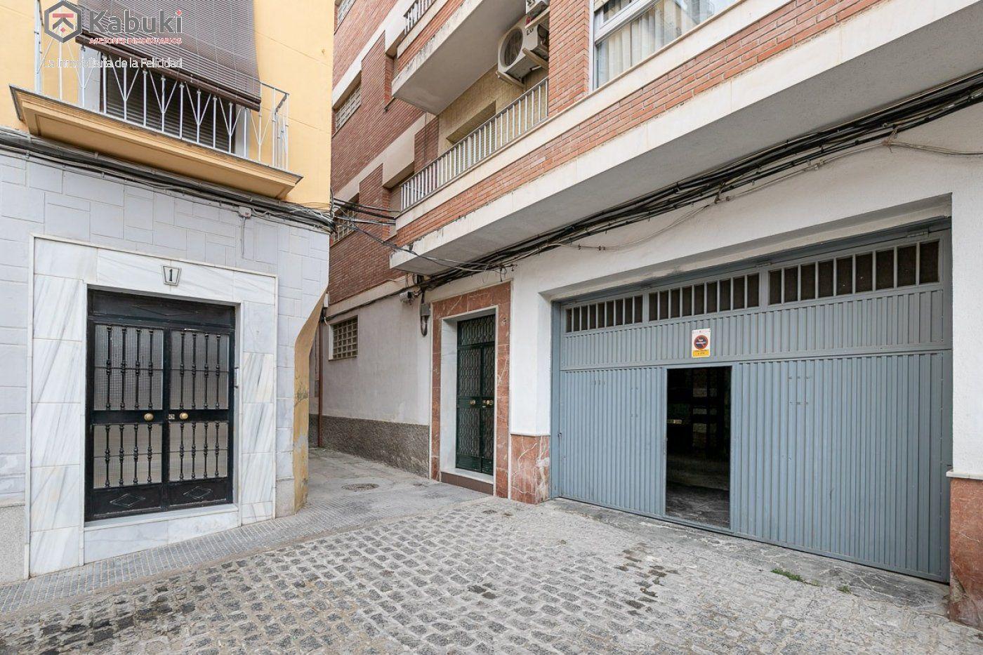 Edificio completo con viviendas y locales. situado a espaldas de la encarnación. alta rent - imagenInmueble35