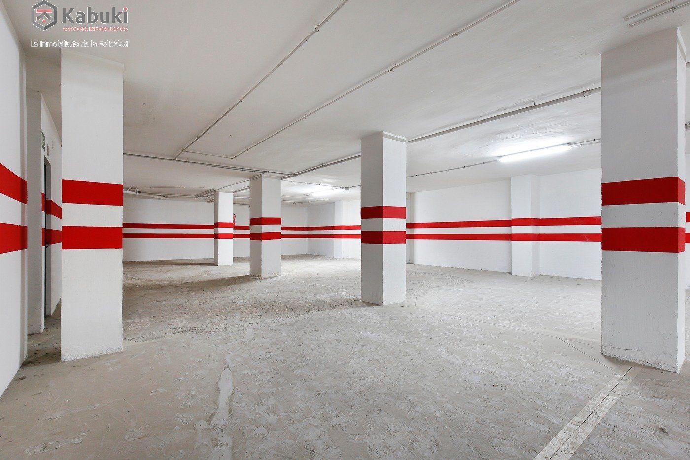 Si estas cansado de dar vueltas con el coche, tenemos fantástica plaza de garaje con trast - imagenInmueble0