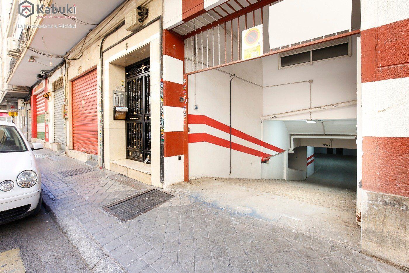 Si estas cansado de dar vueltas con el coche, tenemos fantástica plaza de garaje con trast - imagenInmueble14