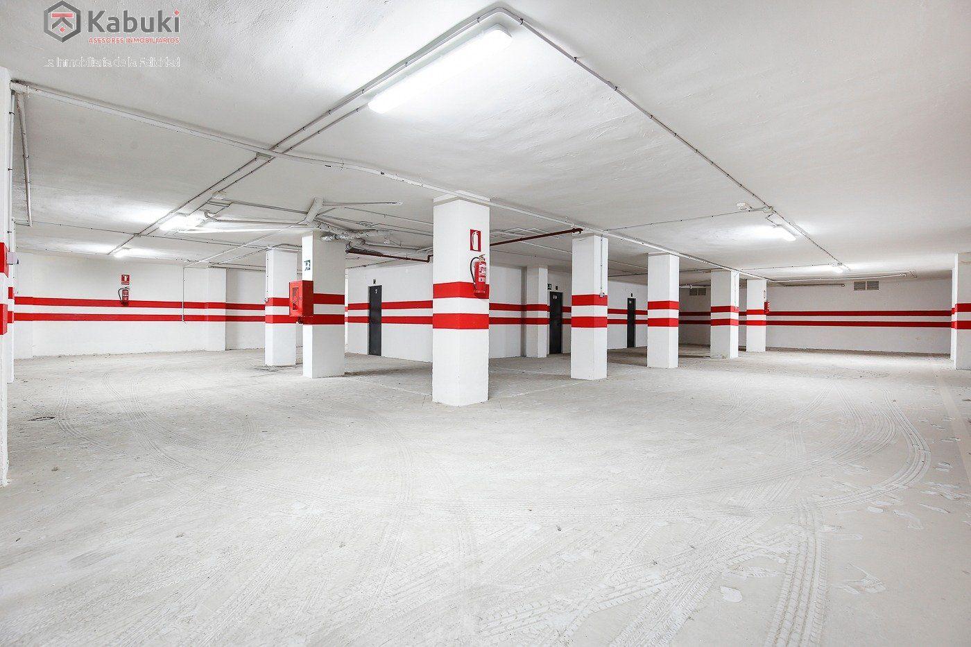 Si estas cansado de dar vueltas con el coche, tenemos fantástica plaza de garaje con trast - imagenInmueble4