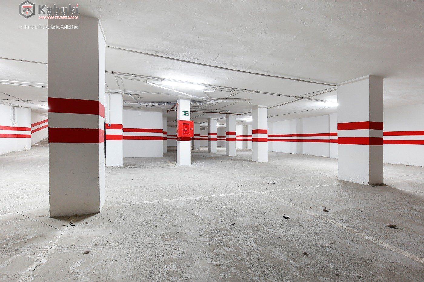 Si estas cansado de dar vueltas con el coche, tenemos fantástica plaza de garaje con trast - imagenInmueble5
