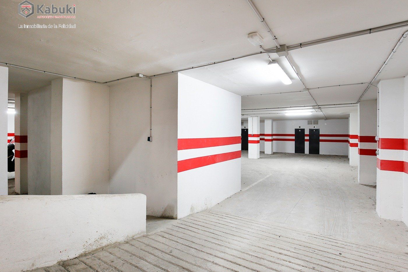 Si estas cansado de dar vueltas con el coche, tenemos fantástica plaza de garaje con trast - imagenInmueble8
