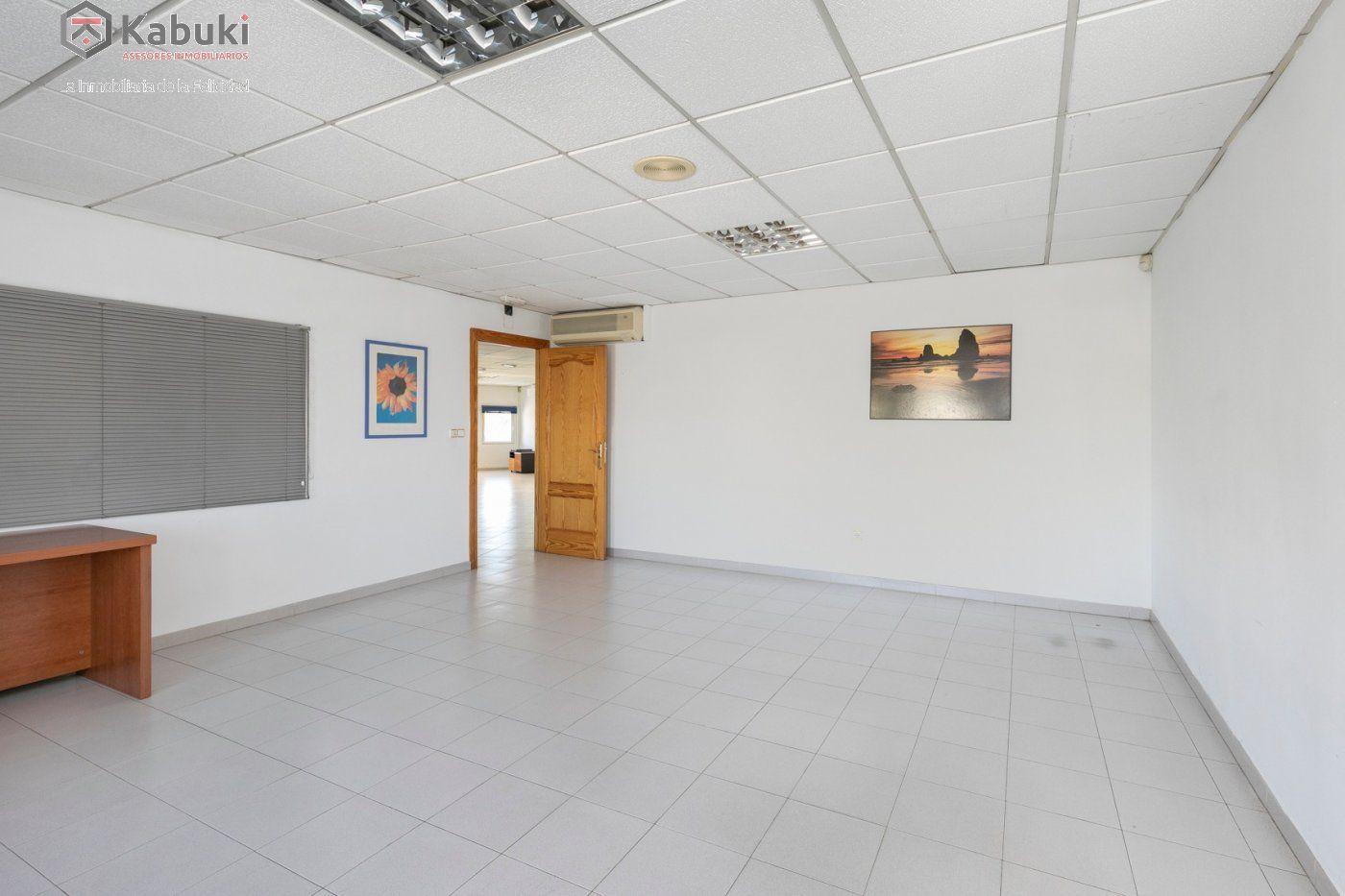 Magnífica oficina luminosa con un inmejorable acceso desde la circunvalación - imagenInmueble4