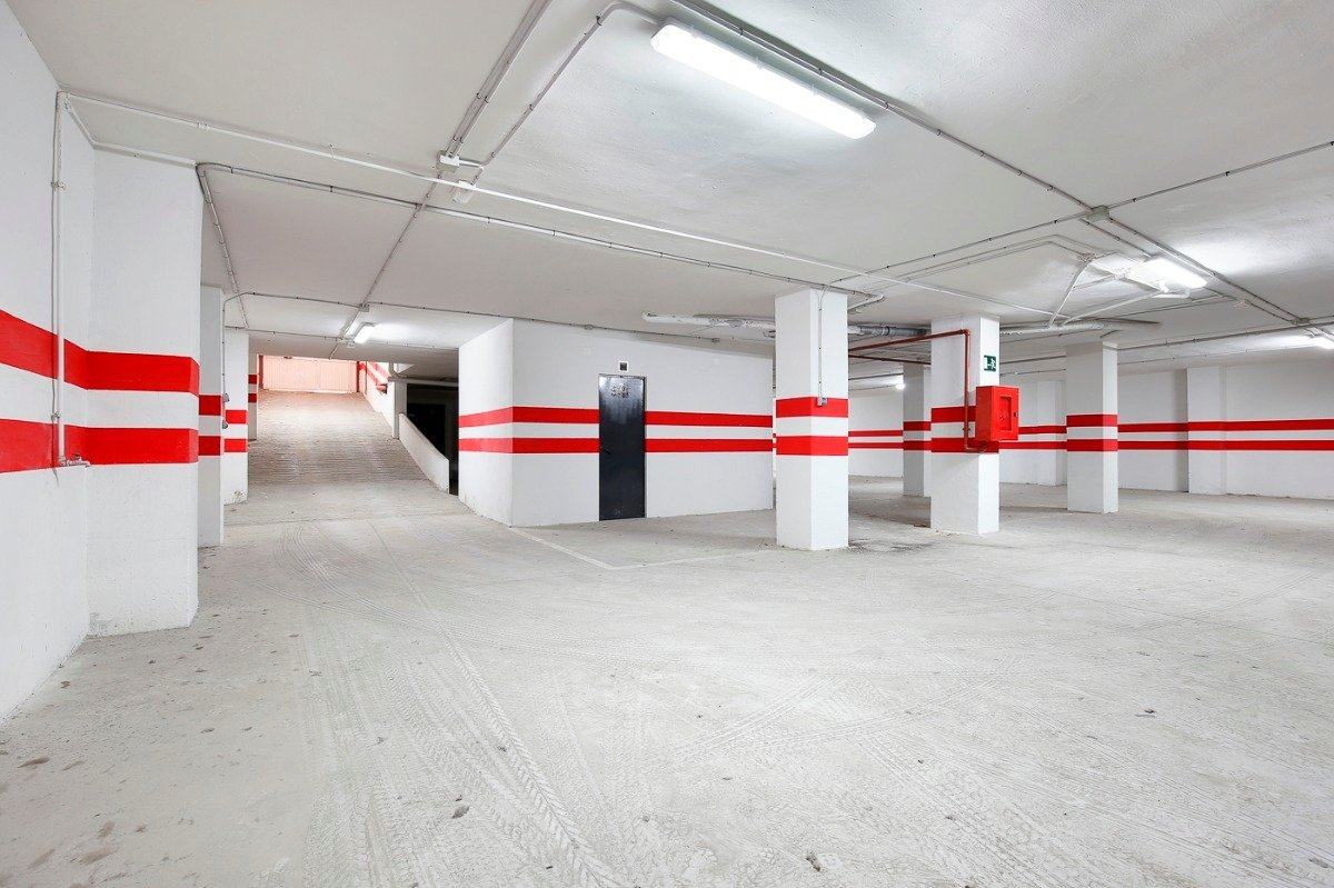 Si estas cansado de dar vueltas con el coche, tenemos fantástica plaza de garaje con trast - imagenInmueble1