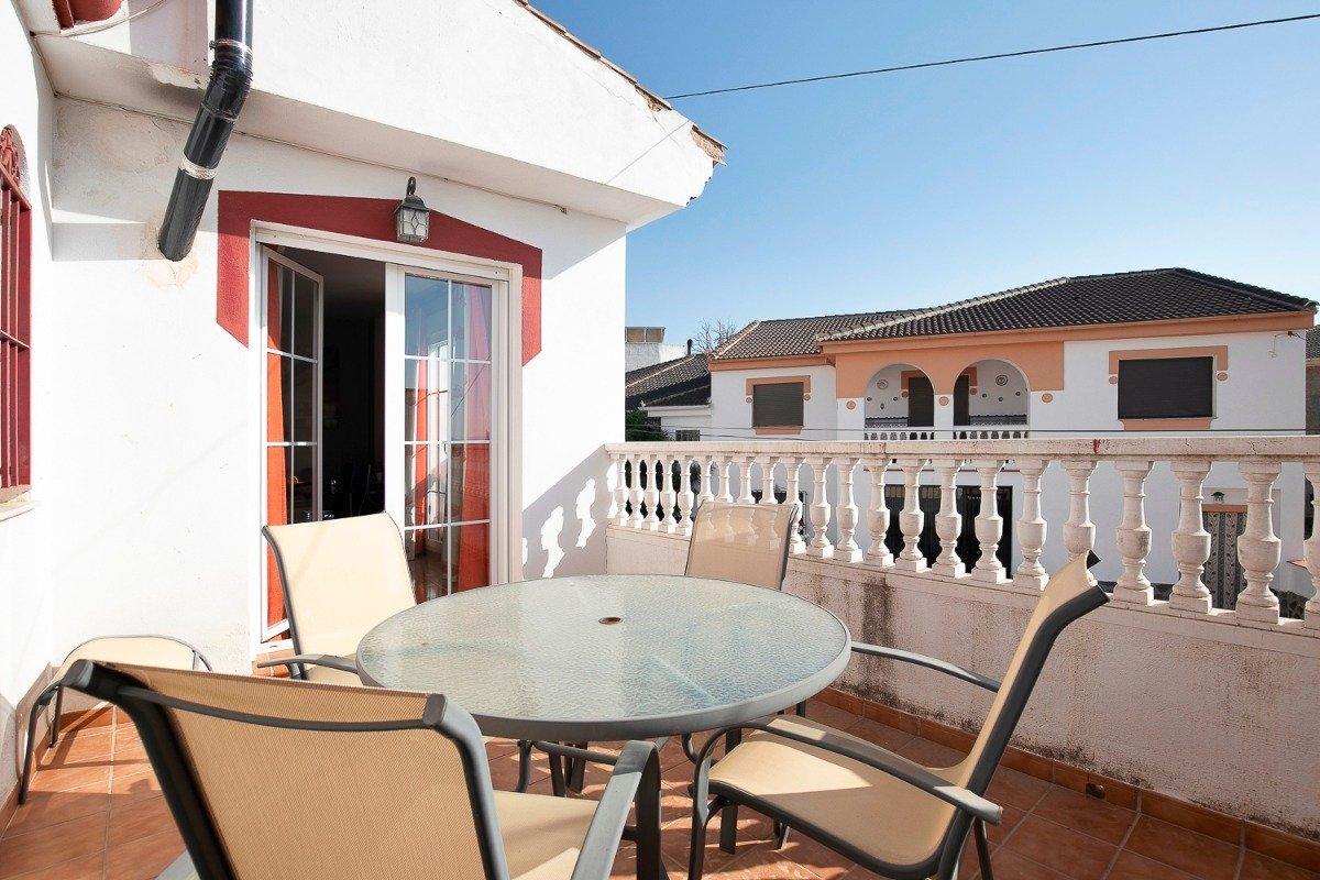 ¡OPORTUNIDAD ÚNICA! Doble inversión, el HOGAR perfecto para tu familia y en la planta baja un LOCAL, Granada