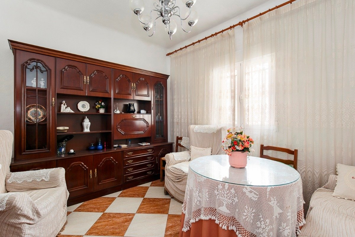 ¿Estás buscando TU HOGAR? Pásate con nosotros a echar un vistazo a esta acogedora y singular casa., Granada