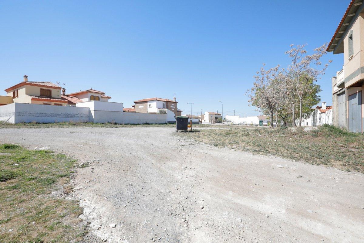 Solar de 254 m2 junto a la plaza de la iglesia de hernán valle, ideal para construir vivie - imagenInmueble0