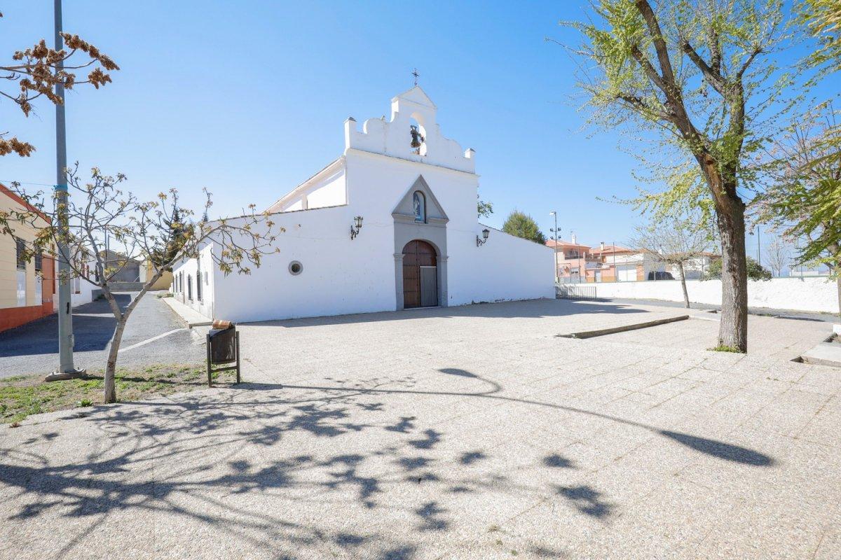 Solar de 254 m2 junto a la plaza de la iglesia de hernán valle, ideal para construir vivie - imagenInmueble12