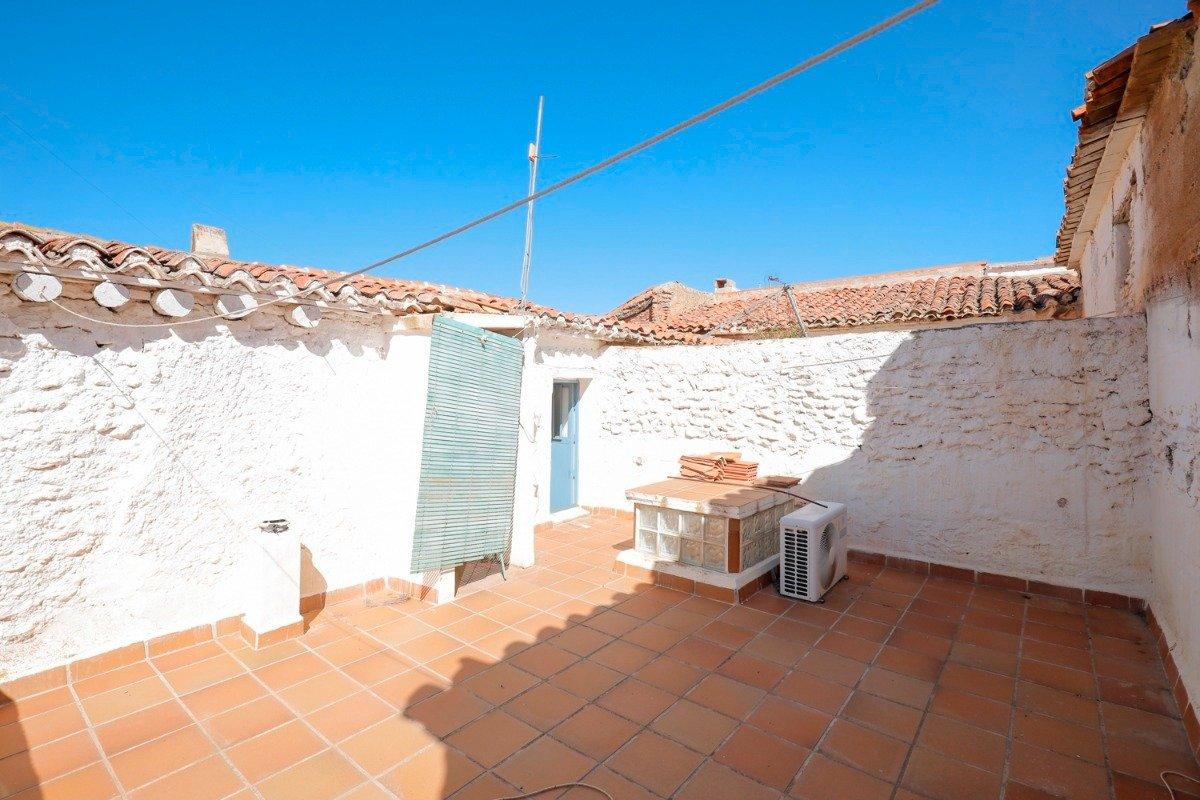 Casa de pueblo de 80 m2 ideal para vivir en plena tranquilidad. En mitad de la naturaleza, Granada