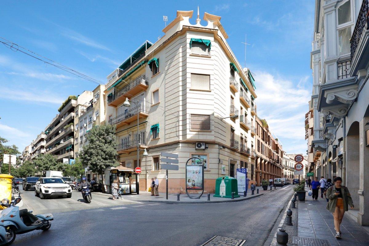 Magnífica oficina en una de las calles más concurridas de Granada, Calle San Antón esquina-Alhamar, Granada