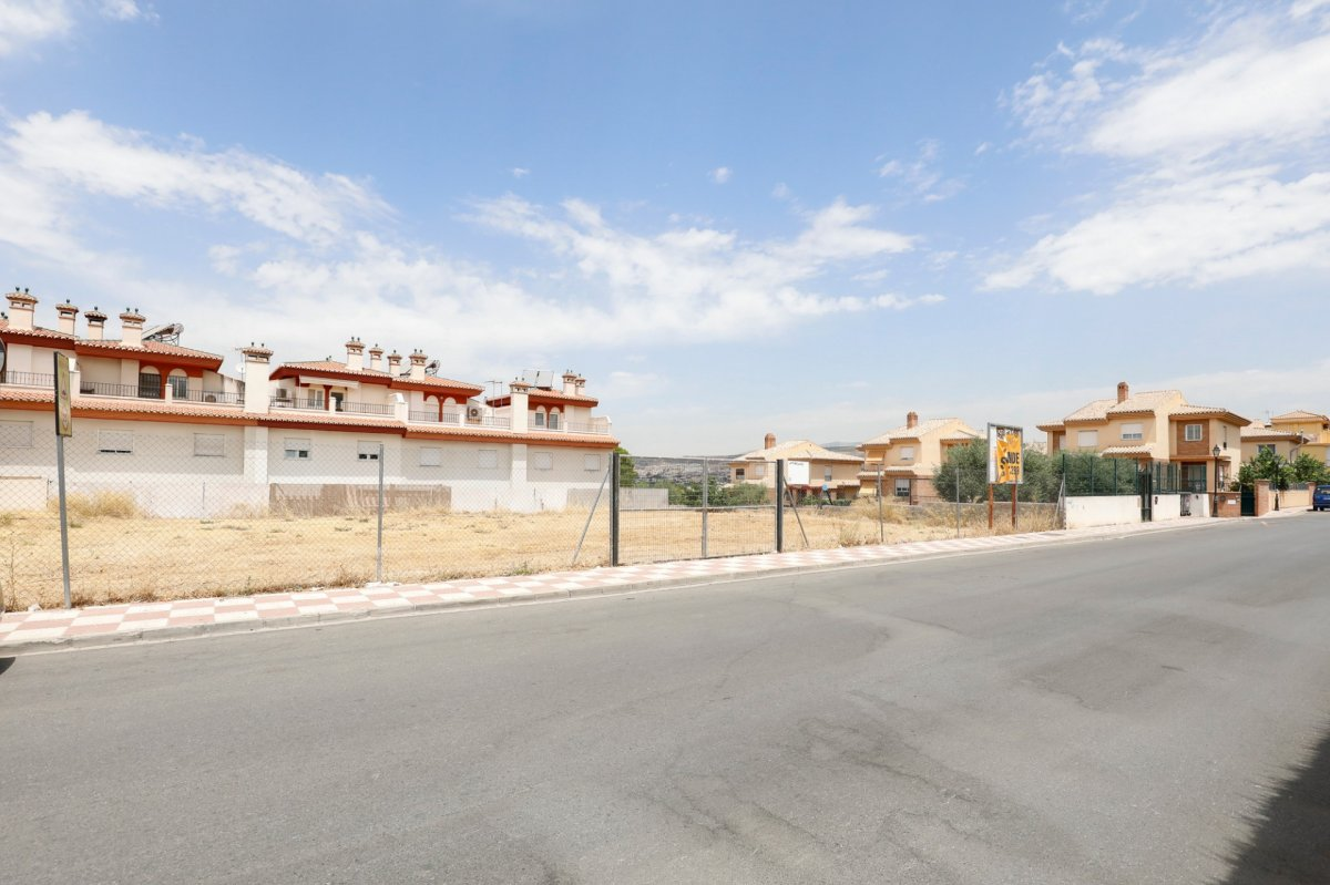 Terreno de más de 637 metros en Vía del Tranvía, Granada