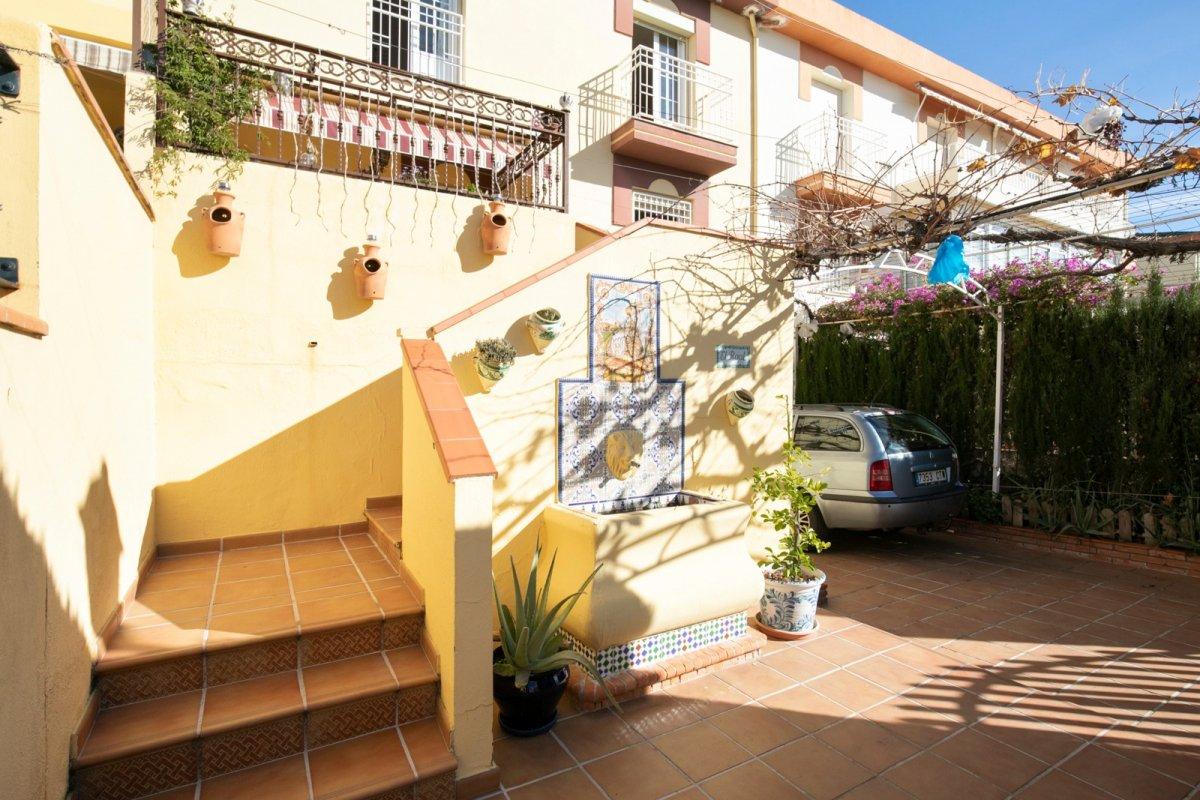 Fantástica casa con vistas a la sierra, espacios abiertos...Parcela, y un sin fin de posibilidades., Granada