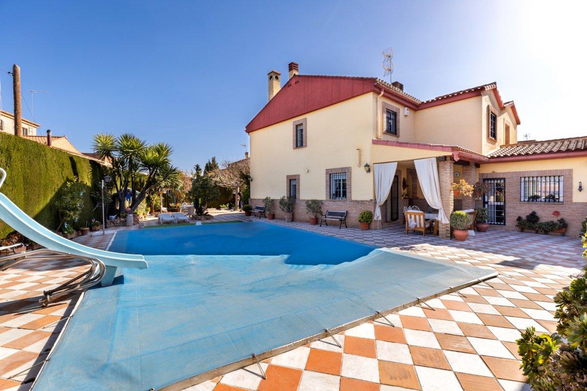 Bonita casa pareada junto a loma linda – Ogíjares