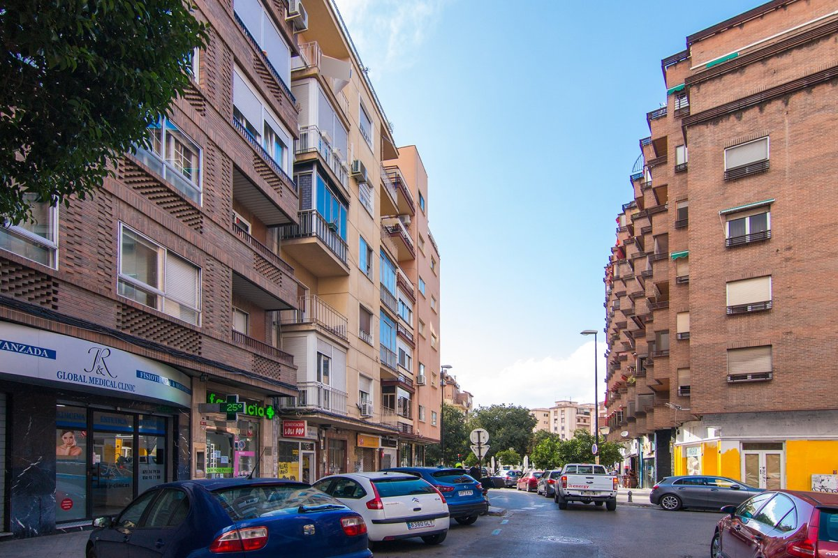 JUNTO PLAZA EINSTEIN, Granada