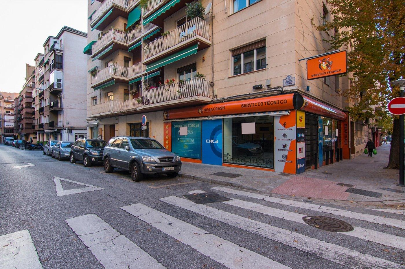 LOCAL EN ESQUINA EN MELCHOR ALMAGRO, Granada