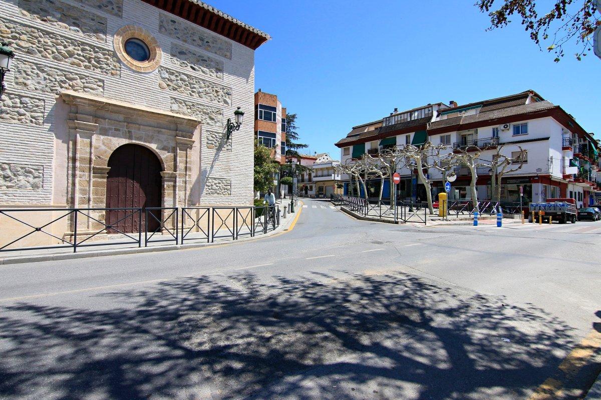 FRENTE A LA IGLESIA DE HUETOR VEGA, Granada