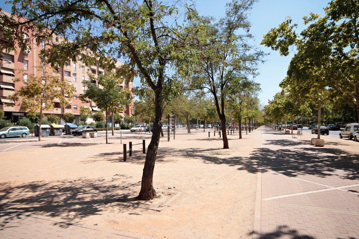 JUNTO AVENIDA JOAQUINA EGUARAS, Granada