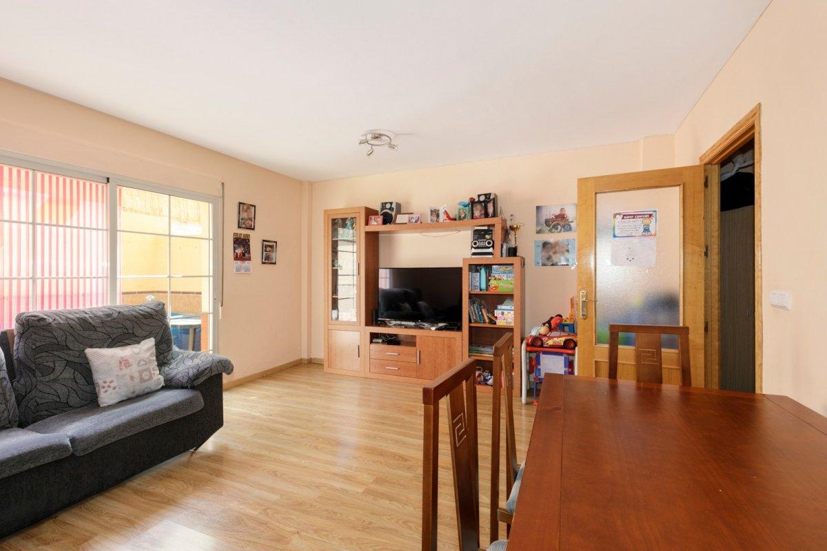 Estupenda casa reformada lista para entrar a vivir – Alhendín