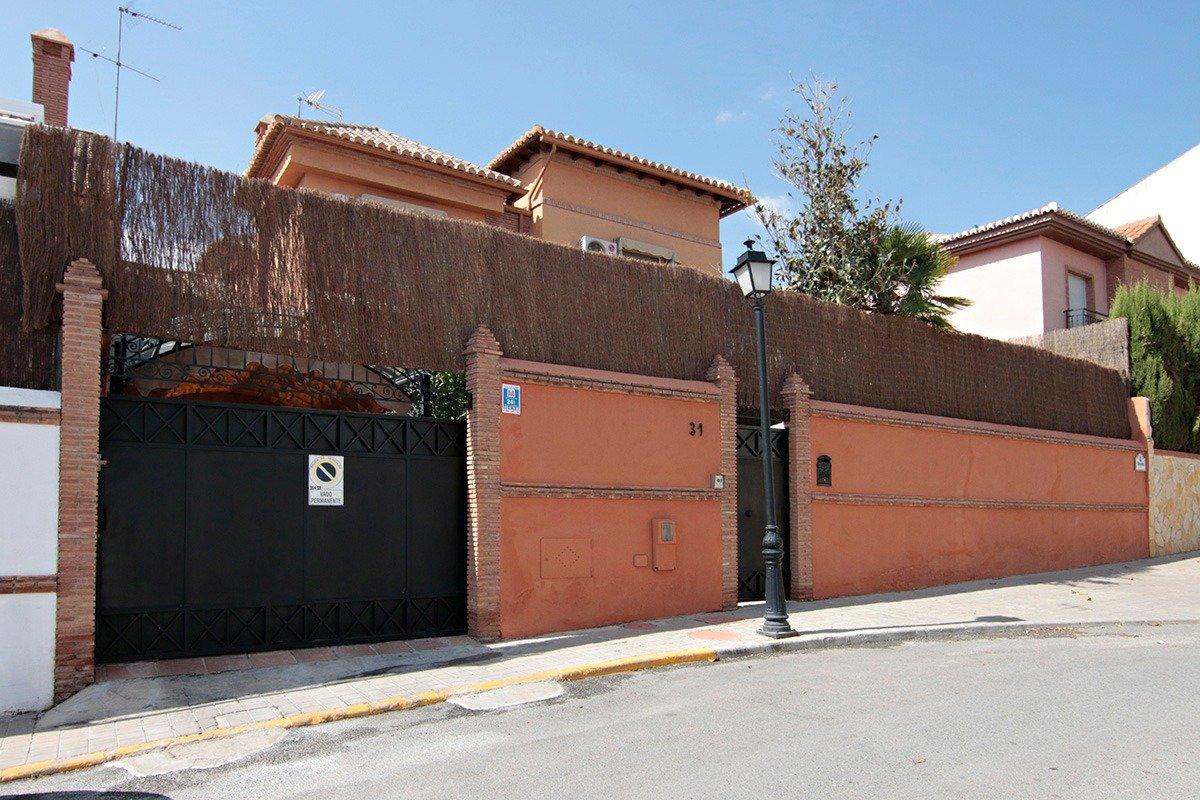 Chalet Premium en las Gabias, espectacular, listo para entrar a vivir, con 4 dormitorios, Granada