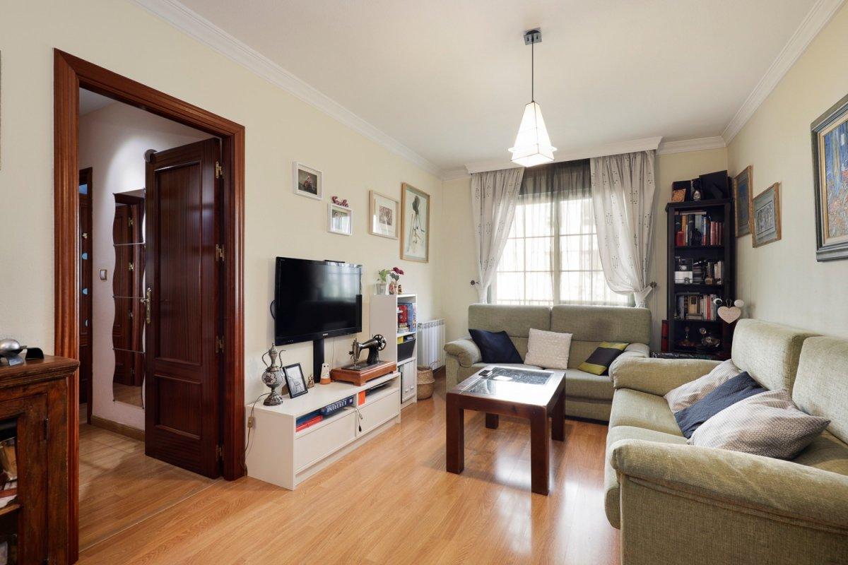 Precioso piso en la zona de moda de Granada! En Parque Almunia, consta de 3 dorm. cochera y trastero, Granada