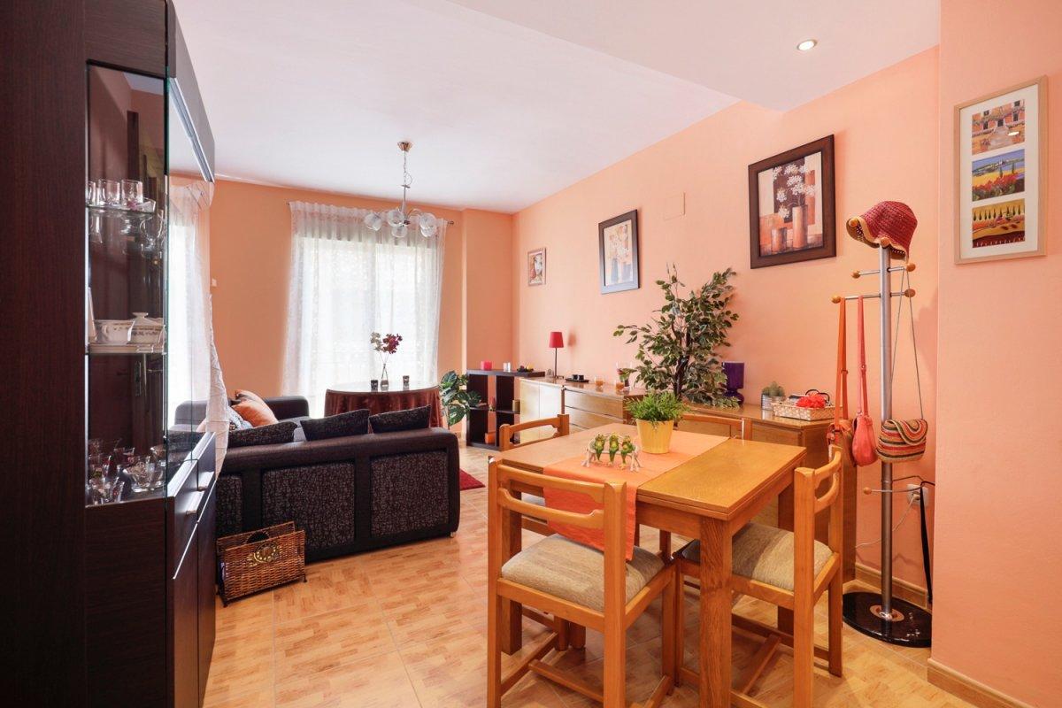 ¡como nuevo! estupendo piso en churriana de 2 dormitorios.