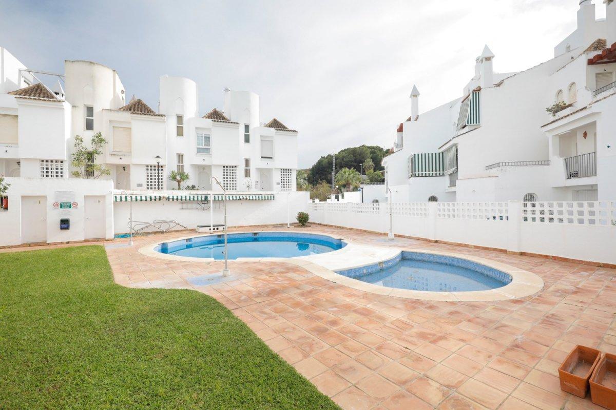 Preciosa casa adosada en Almuñecar, el tesorillo. Tres dormitorios mas otro en el sótano, dos baños, Granada