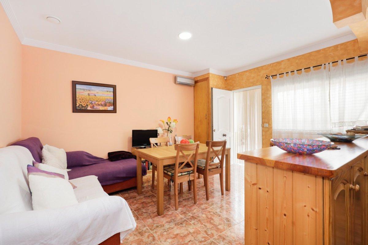 Preciso piso en planta baja con 3 amplios dormitorios a escasos 90 metros de la playa., Granada