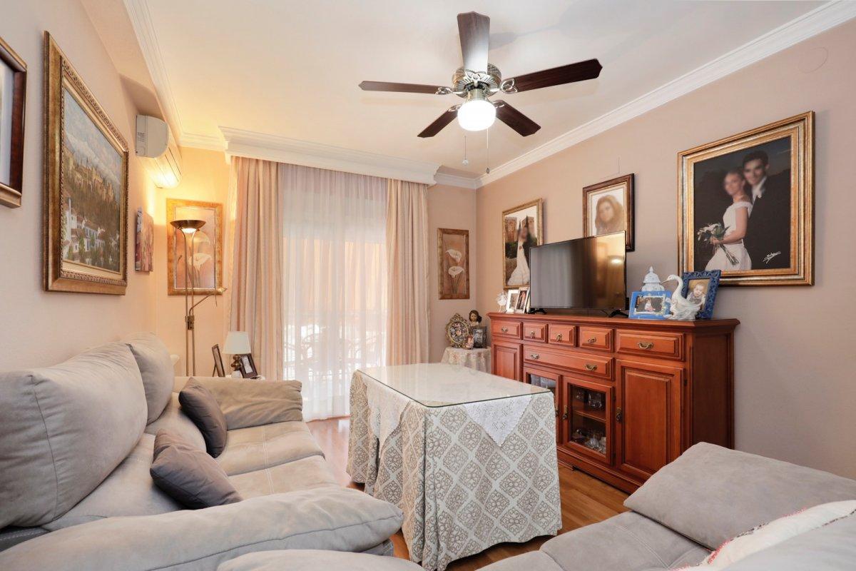 Precioso piso de 3 dormitorios, baño y aseo en el centro de Cullar Vega., Granada