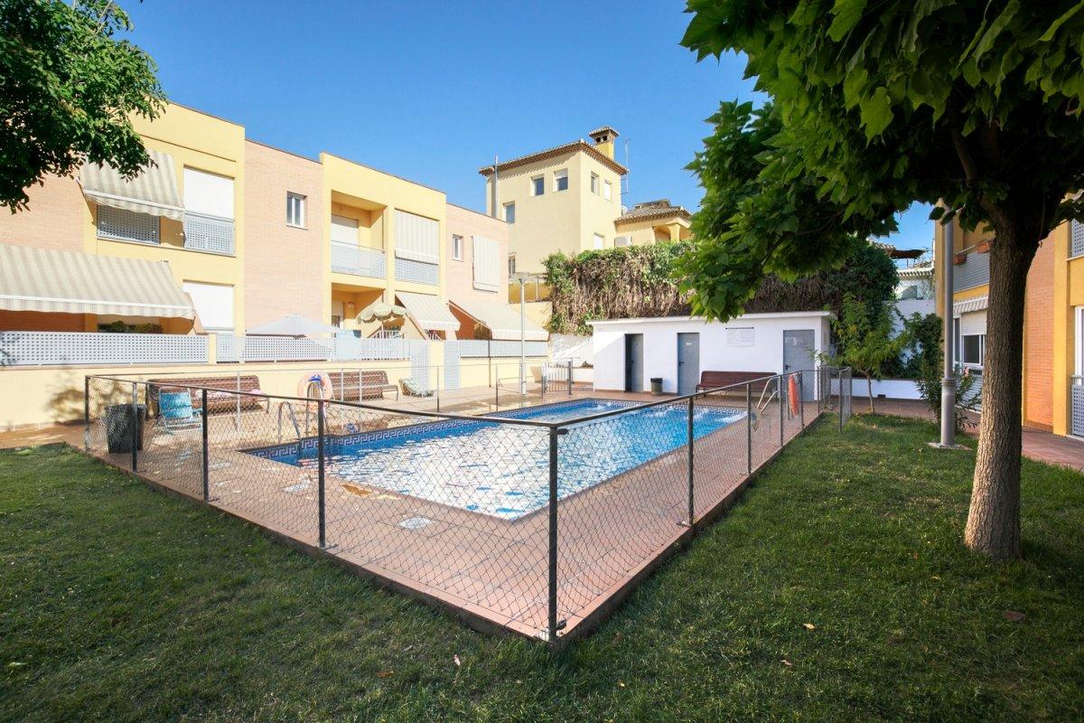 Gojar. Oportunidad a un paso de Granada. Urb con piscina, garaje y posibilidad de trastero., Granada