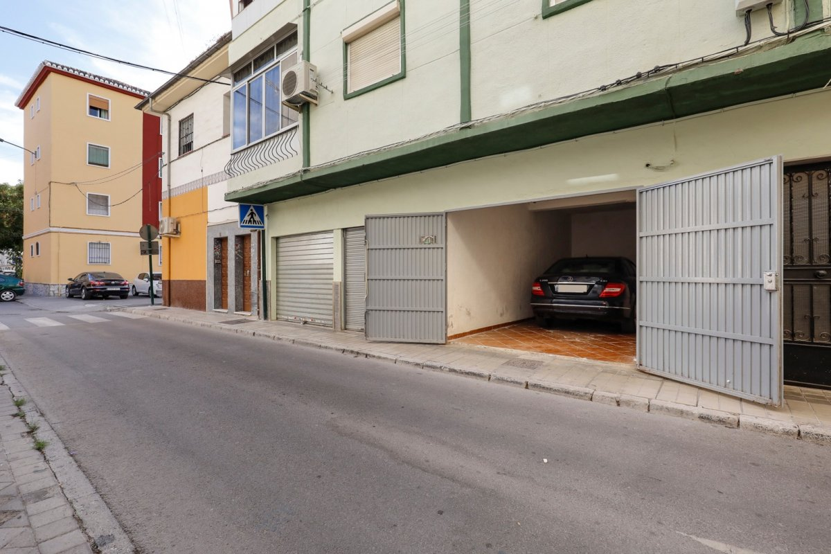 Amplia plaza de garaje cerrada junto avenida Dilar, Granada
