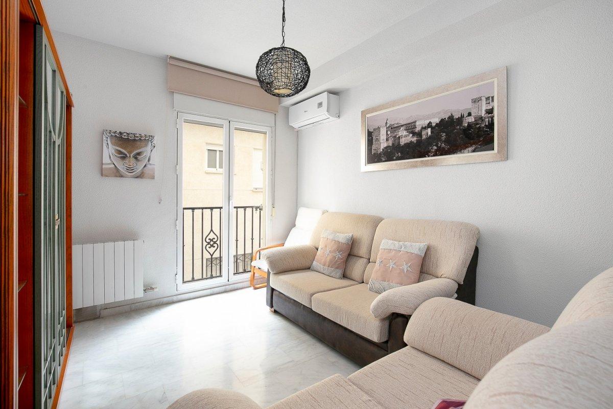 Bonito piso de 2 dormitorios con garaje en barrio de monachil