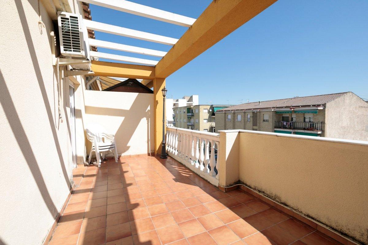 Estupendo ático-duplex con terraza vistas en el centro de maracena