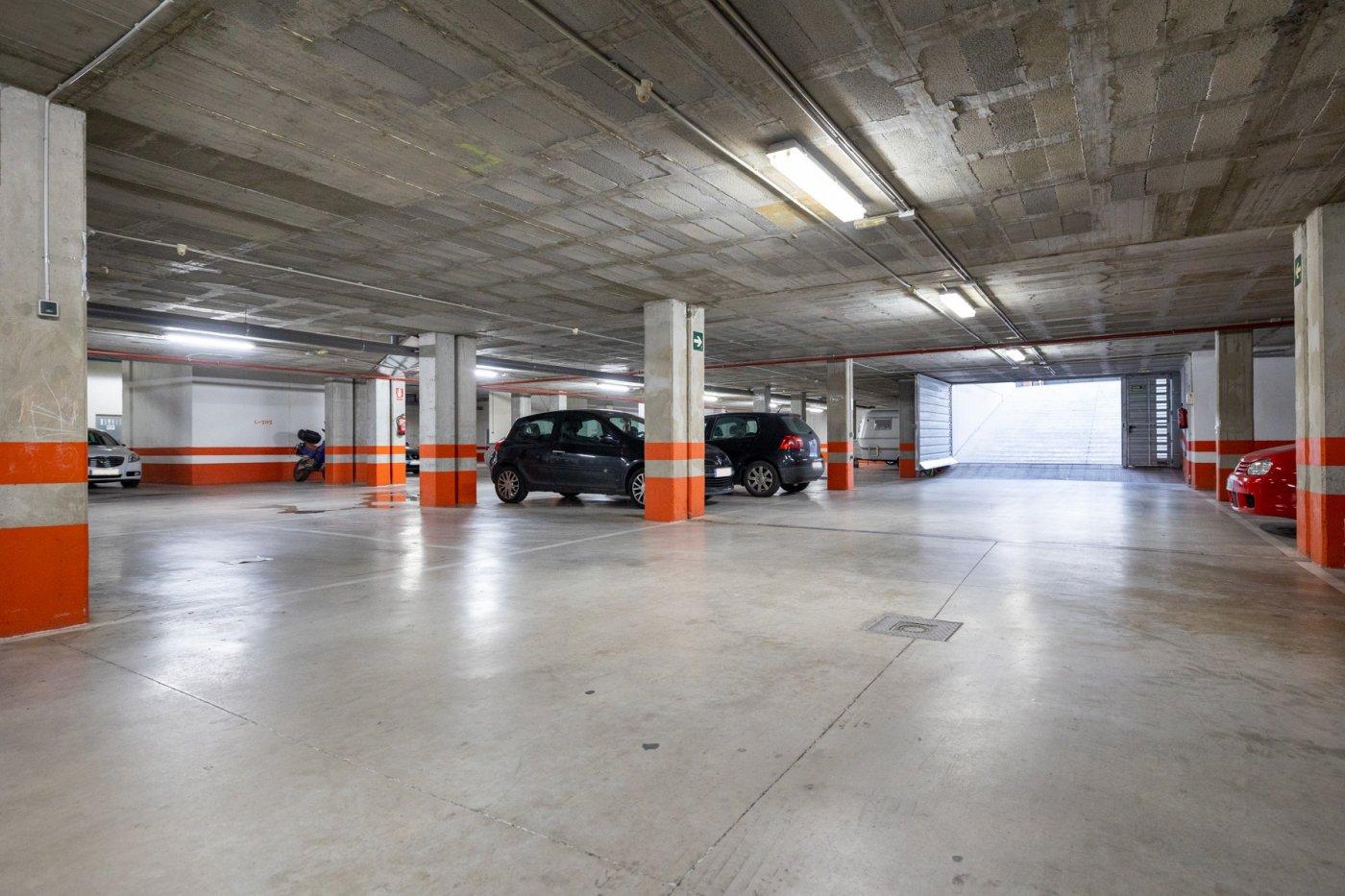 Se vende plaza de garaje bloque 4-5. urb. novosur de alhendin. g 220.opción de 2 garajes y trastero