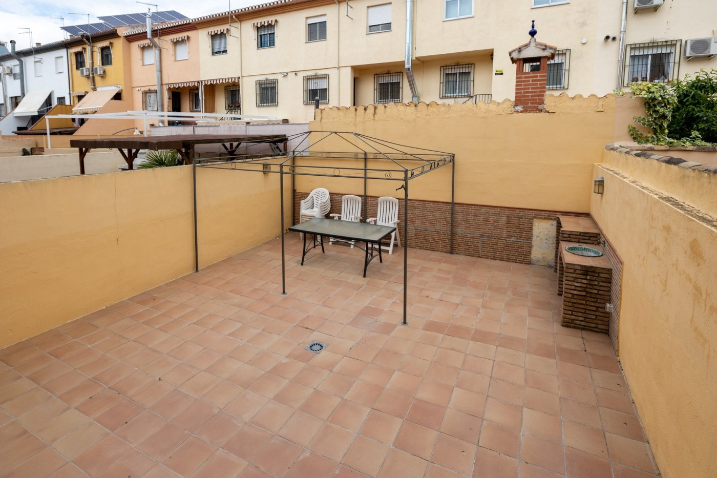 Vivienda unifamiliar en perfecto estado, con amplios espacios y gran patio privado. purchil