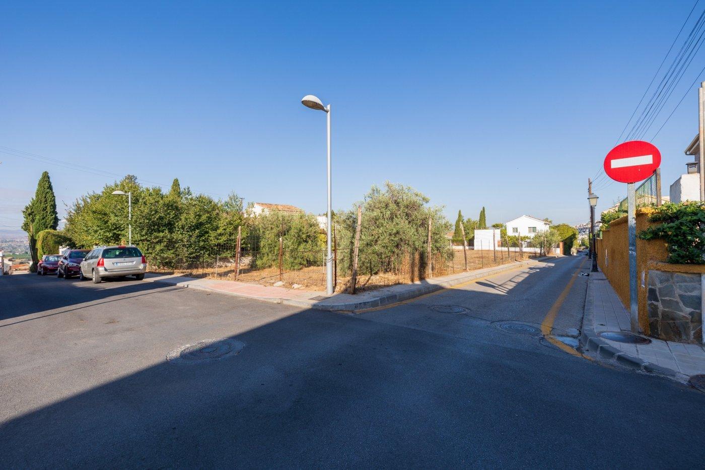 Magnifico solar residencial con fachada a 3 calles en huetor vega. rebites. opción 5 chalet