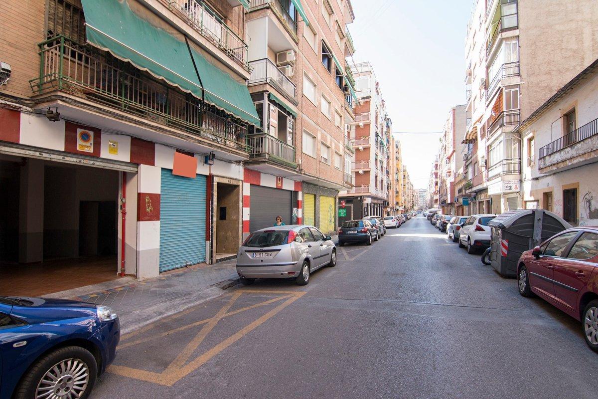 Espectacular local en venta con mas de 600 m2 zona Cnº Ronda - Arabial., Granada