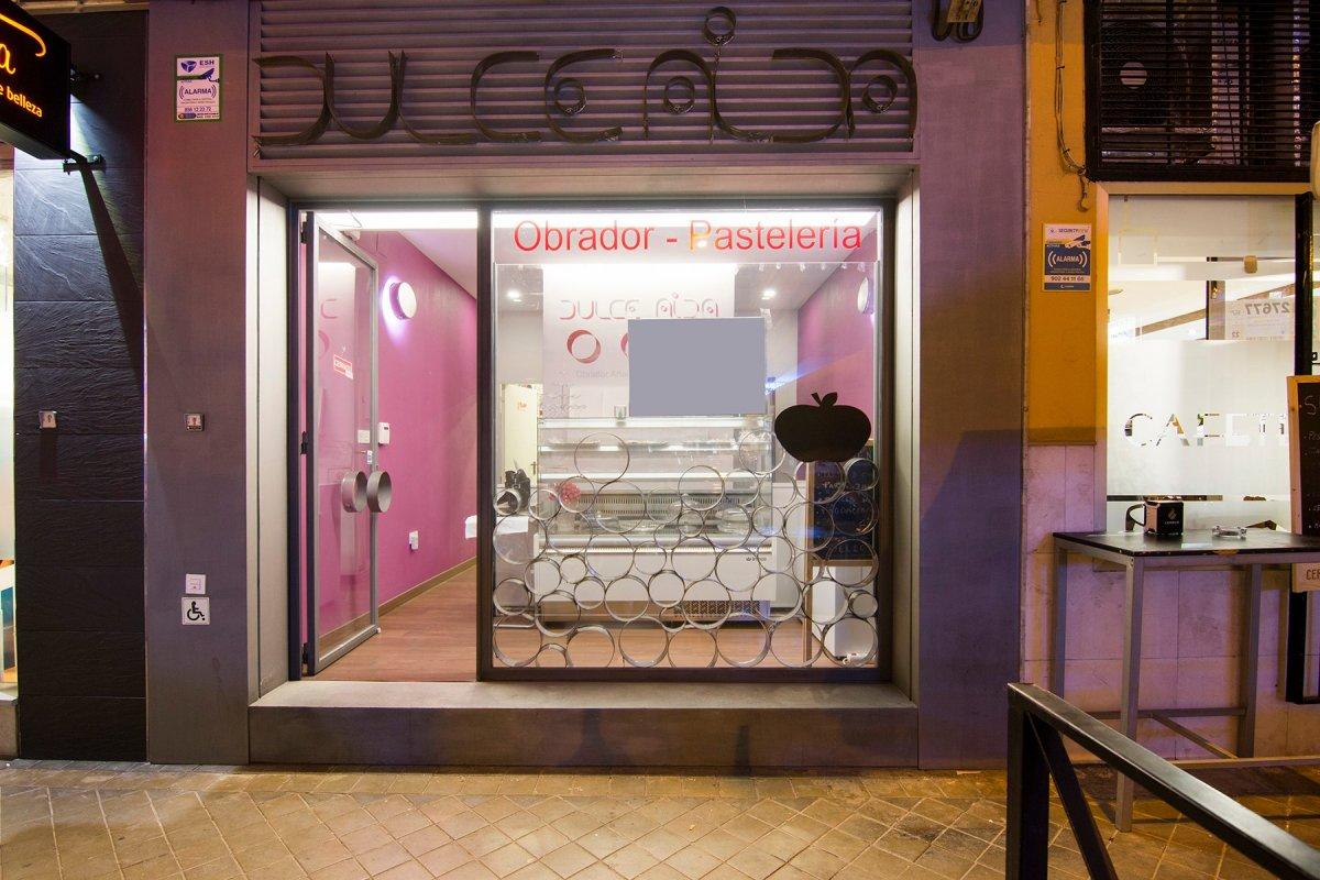 Cnº de Ronda- Neptuno. Local instalado de obrador de pastelería con permisos y maquinaria., Granada