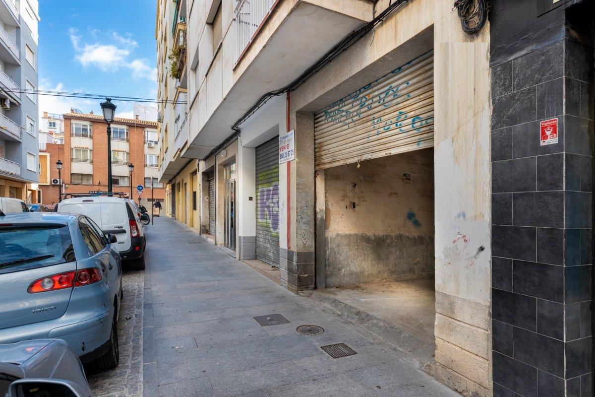 Local comercial en pleno centro ideal para oficina, almacén y/o garajes