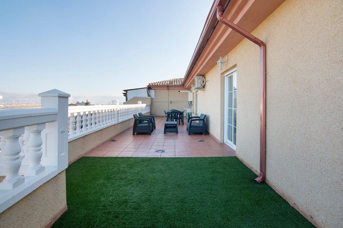 ático espectacular con 3 dormitorios, 2 baños y 70 m² de terraza. churriana de la vega. seminuevo